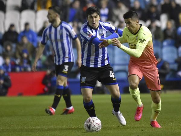 Hráči Sheffield Wednesday v dueli proti Manchestru City