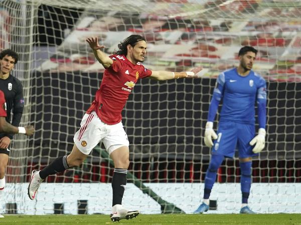 Edinson Cavani oslavuje gól do siete Granady