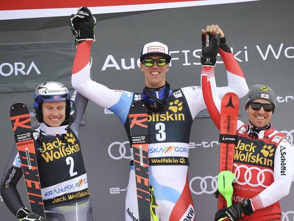 Henrik Kristoffersen, Ramon Zenhäsern a Marcel Hirscher na stupni víťazov
