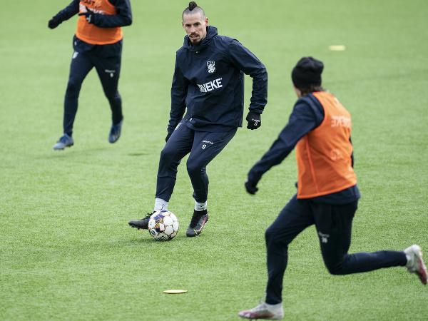 Slovenský futbalista Marek Hamšík (vľavo) počas tréningu s jeho novým klubom IFK Göteborg