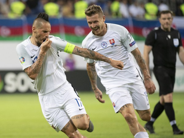Marek Hamšík a Juraj Kucka oslavujú gól