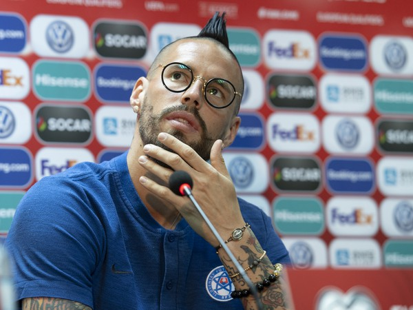 Na snímke kapitán slovenskej futbalovej reprezentácie Marek Hamšík počas tlačovej konferencie pred utorňajším kvalifikačným stretnutím Azerbajdžan - Slovensko