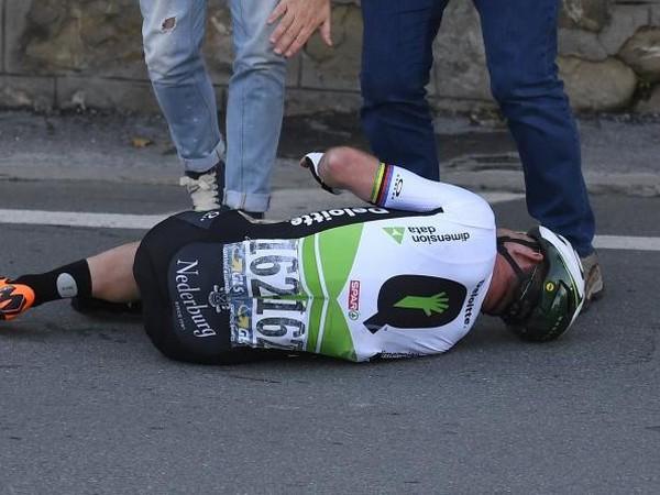 Mark Cavendish mal po hrôzostrašne vyzerajúcom páde šťastie v nešťastí