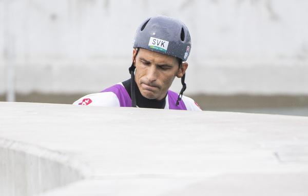 Smutný slovenský vodný slalomár Matej Beňuš v cieli po štvrťfinálovej jazde v C1 vo vodnom slalome na XXXII. letných olympijských hier v Tokiu