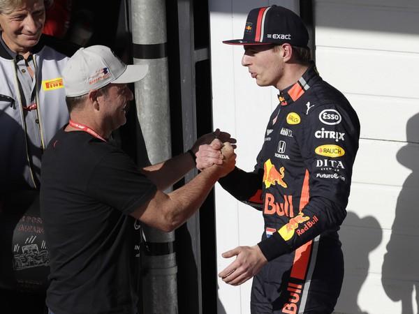 Max Verstappen odštartuje z pole position