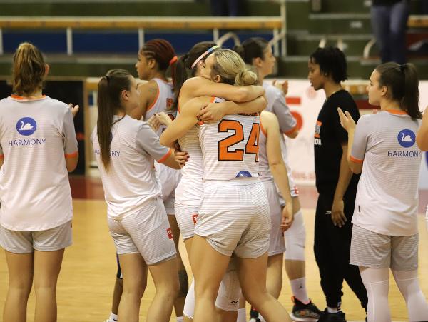 Na snímke radosť z víťazstva hráčok MBK Ružomberok