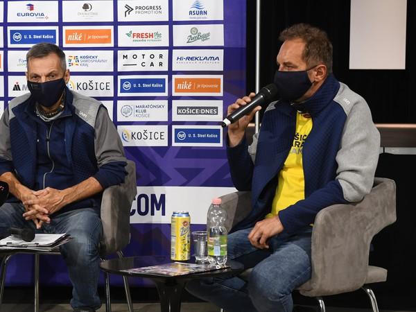 Sprava prezident Maratónskeho klubu Košice Ján Sudzina a riaditeľ Medzinárodného maratónu mieru (MMM) Branislav Koniar