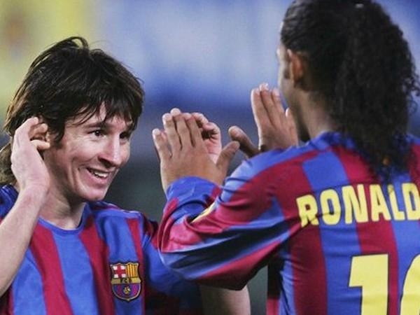 Messi a Ronaldinho počas spoločného pôsobenia v Barcelone