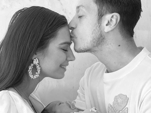 Mesut Özil sa stal prvýkrát otcom