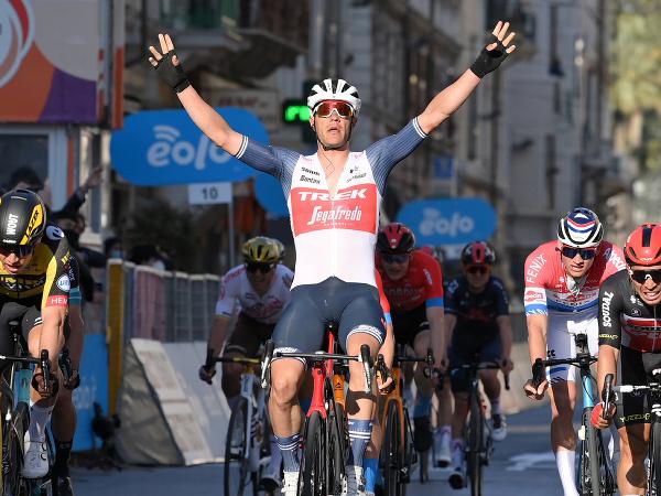 Jesper Stuyven finišuje na prvom mieste na monumente Miláno - San Remo