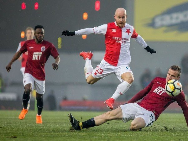 Miroslav Stoch v pražskom derby so Spartou