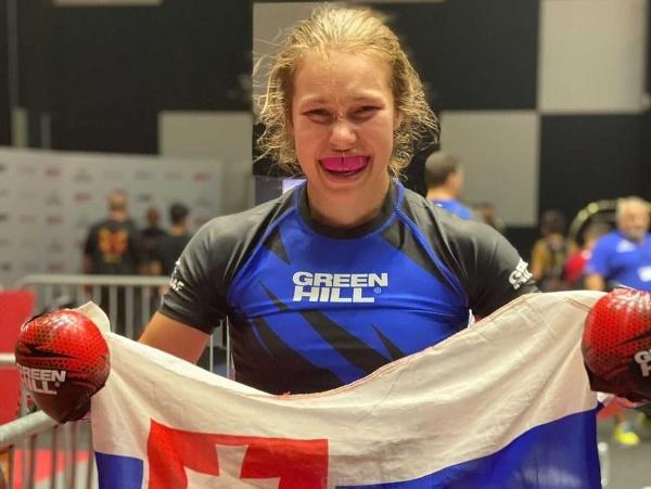 Slávka Holubjaková sa stala juniorskou majsterkou sveta v MMA