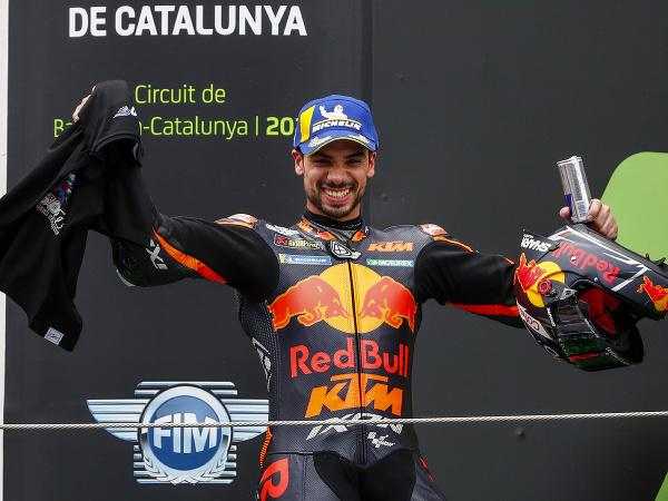 Miguel Oliveira na víťaznom pódiu