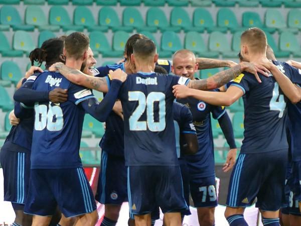 Futbalisti ŠK Slovana Bratislava sa tešia zo zisku desiateho majstrovského titulu v ére samostatnosti