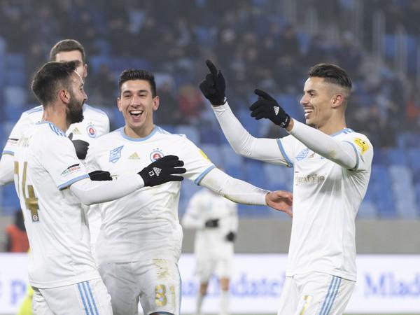 Radosť hráčov Slovana po strelení gólu