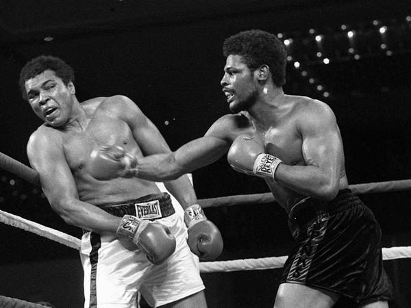 Muhammad Ali a Leon Spinks počas súboja
