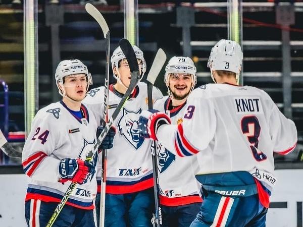 Radosť hokejistov Neftechimik Nižnekamsk