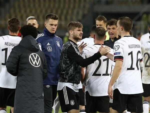 Nemeckí futbalisti oslavujú víťazstvo