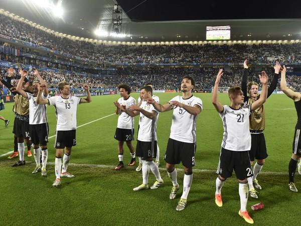 Nemeckí futbalisti po triumfe nad Talianskom