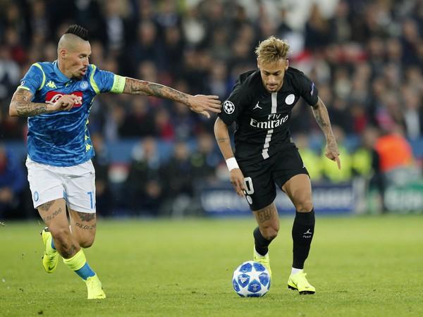Marek Hamšík v súboji s Neymarom