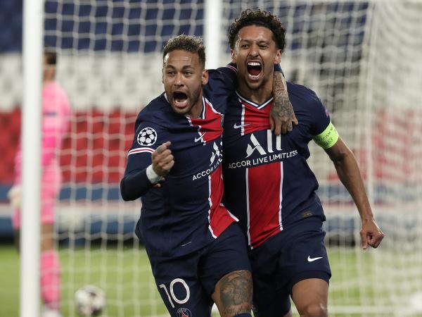 Neymar a Marquinhos oslavujú