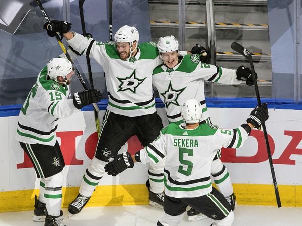 Hráči Dallas Stars sa radujú z postupu spolu s Andrejom Sekerom