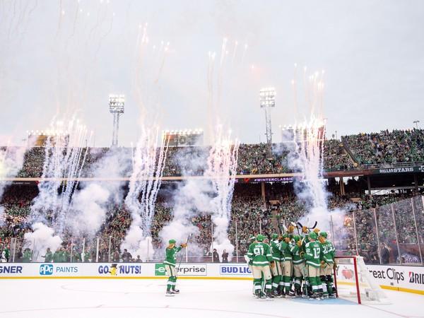 Hráči Stars oslavujú triumf vo Winter Classic