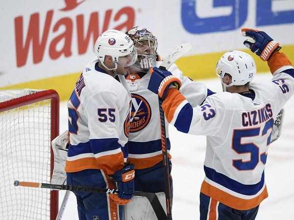 Víťazná radosť hráčov Islanders