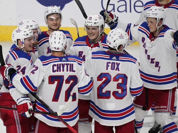 Gólová radosť hráčov New Yorku Rangers