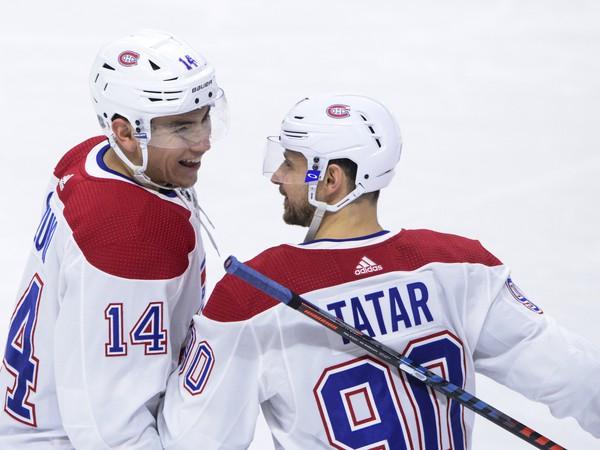 Nick Suzuki a Tomáš Tatar oslavujú gól