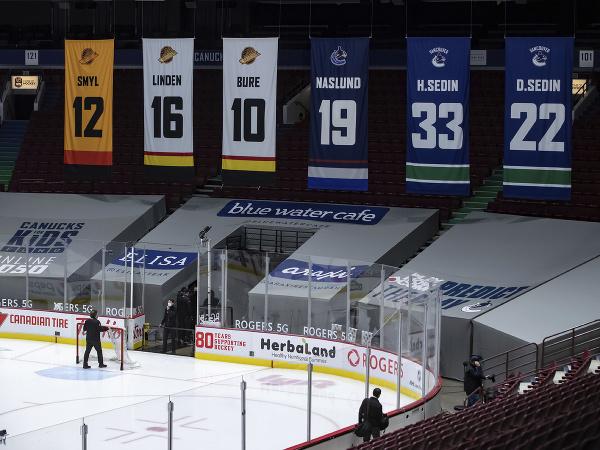 Prázdny štadión Canucks po odloženom zápase s Calgary