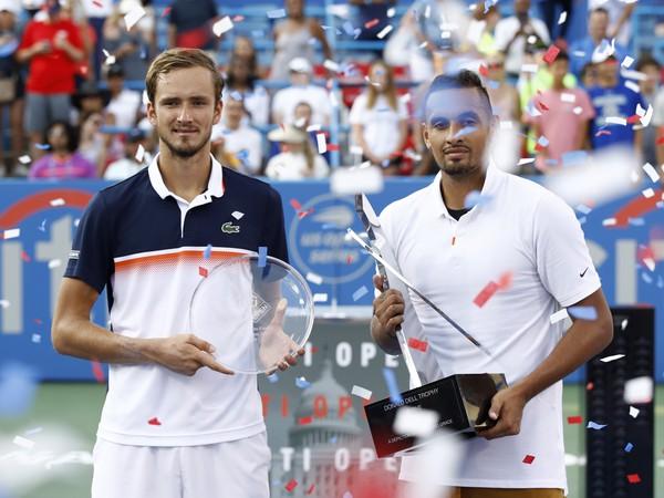 Trofeje pre víťaza a porazeného