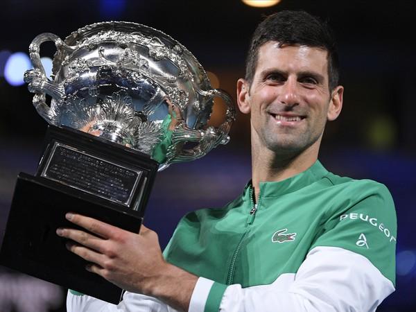 Novak Djokovič získal v Melbourne osemnásty grandslamový titul