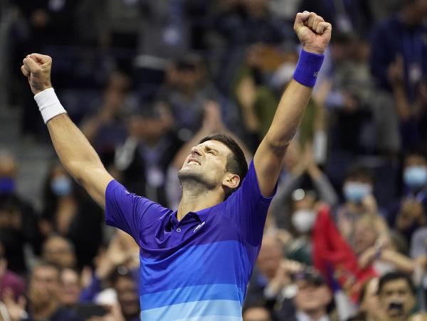 Novak Djokovič sa teší z víťazstva