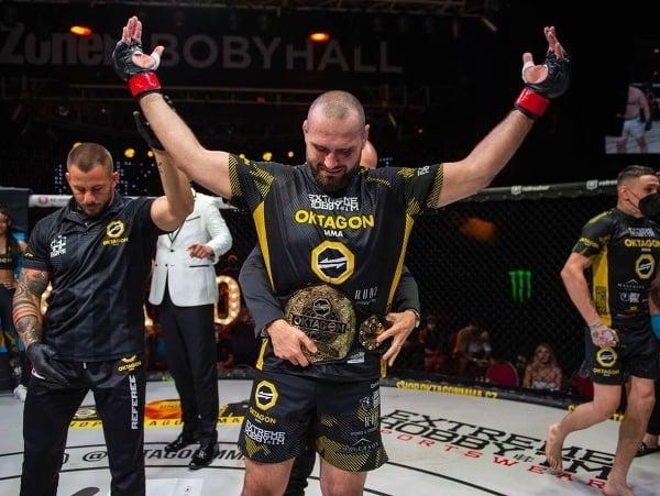 Martin Buday získal majstrovský opasok v ťažkej váhe (do 120 kg) v organizácii Oktagon MMA.