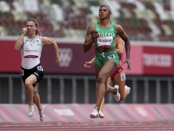 Blessing Okagbareová vyhráva rozbehový šprint na olympiáde v Tokiu