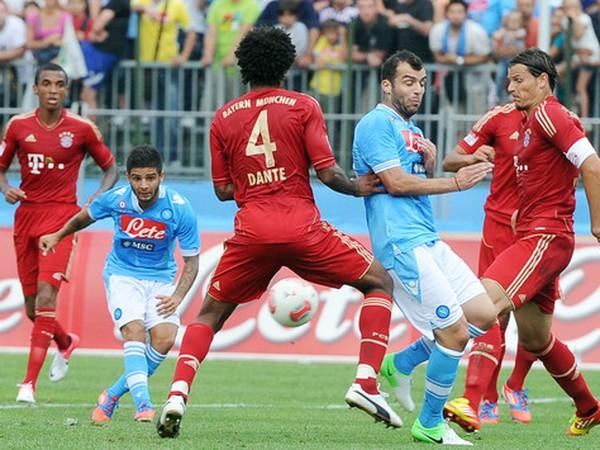 Momentka zo zápasu Bayern - Neapol