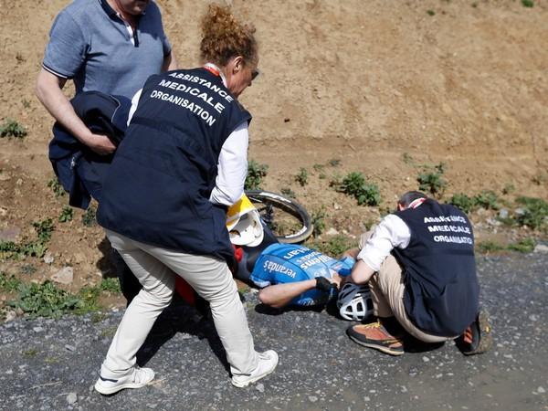 Záchranári sa snažia oživiť Michaela Goolaertsa