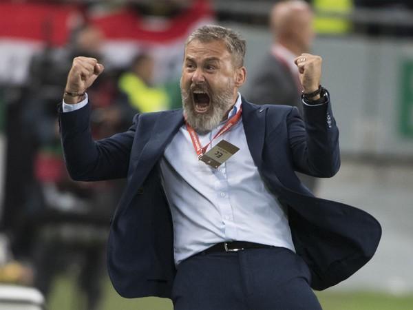 Na snímke radosť trénera Slovenska Pavla Hapala