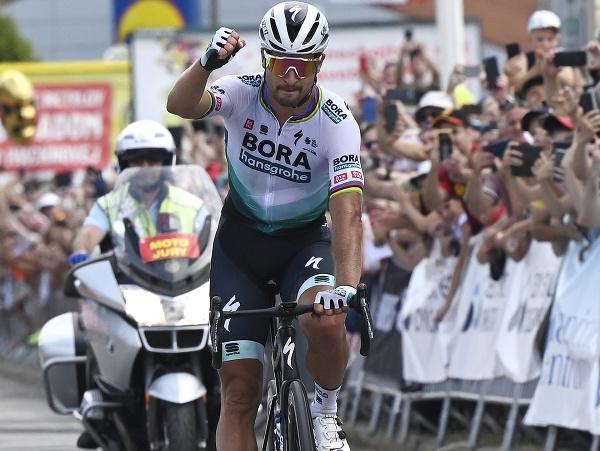 Peter Sagan a jeho víťazné oslavy v cieli pretekov