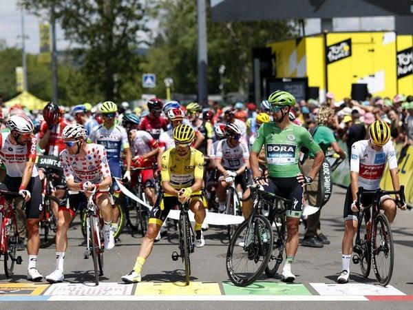Peter Sagan, Julian Alaphilippe, Giulio Ciccone a Tim Wellens pred štartom deviatej etapy aktuálneho ročníka Tour de France