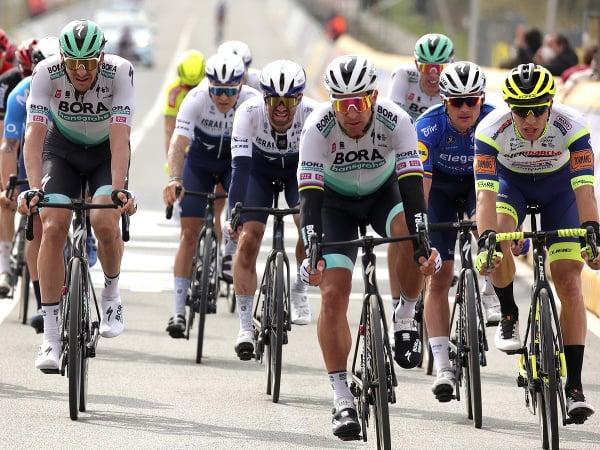Slovenský cyklista Peter Sagan (uprostred)