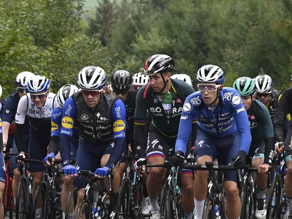 Peter Sagan s ostatnými cyklistami počas tretej etapy Okolo Slovenska