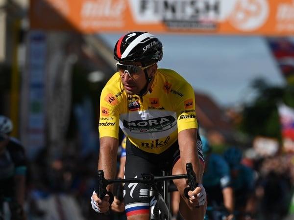 Peter Sagan (Bora-Hansgrohe) v žltom drese vedúceho pretekára v priebežnom poradí