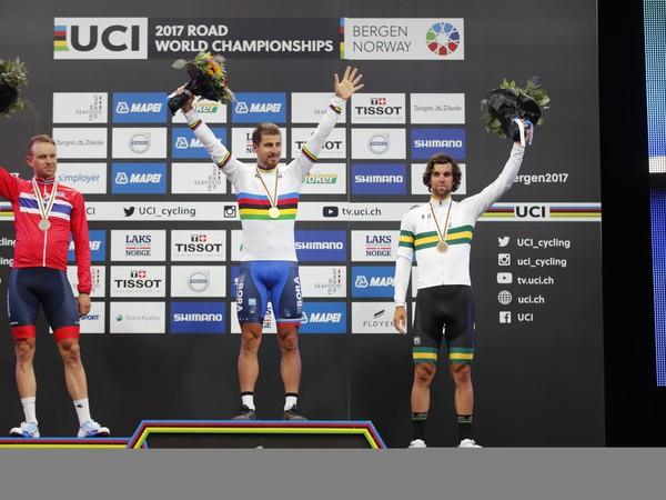Trojnásobný majster sveta  Slovák Peter Sagan (v strede), strieborný Nór Alexander Kristoff a bronzový Austrálčan Michael Matthews na pódiu