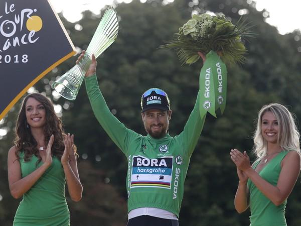 Peter Sagan po šiestykrát na Tour získal zelený dres a vyrovnal historický rekord