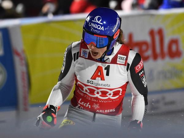 Petra Vlhová sa teší v cieli po štvrťfinále paralelného obrovského slalomu