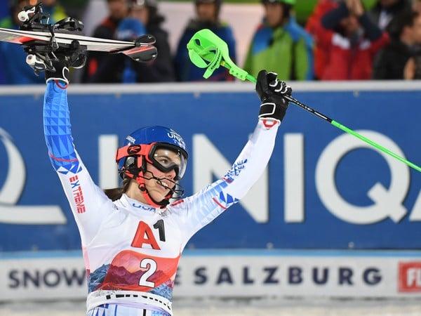 Na snímke slovenská lyžiarka Petra Vlhová sa teší z víťazstva v nočnom slalome Svetového pohára žien v rakúskom Flachau