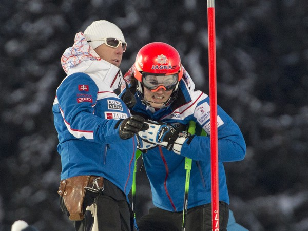 Tréner Livio Magoni a vpravo jeho zverenkyňa slovenská slalomárka Petra Vlhová