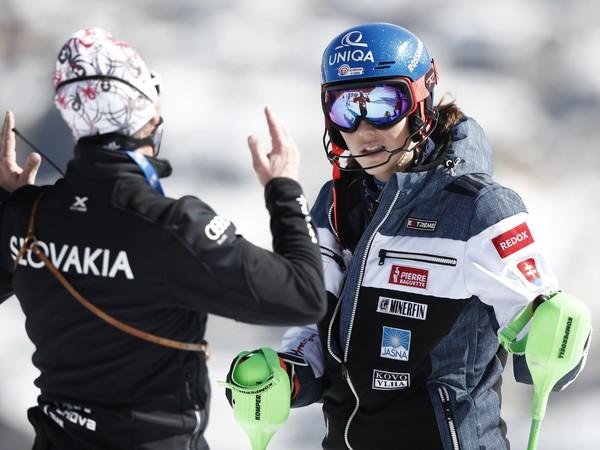 Petra Vlhová so svojím trénerom Liviom Magonim